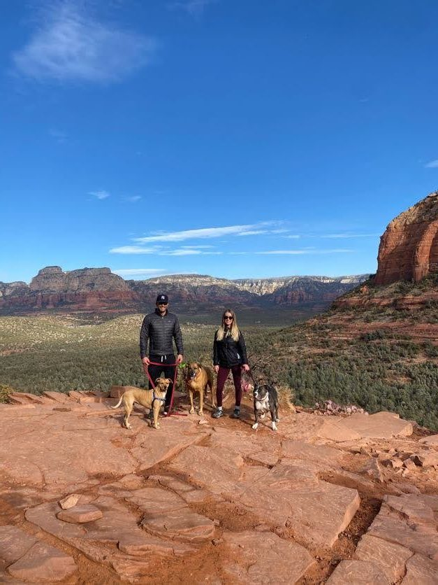 #hikingsedona, #covidtrip, #hikingwithdogs, #looseleashwalking, #dogwalking
